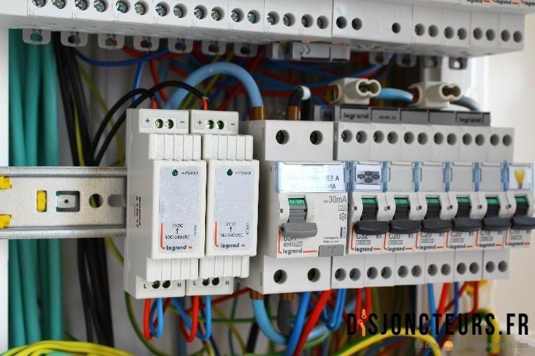 Installation VDI - Disjoncteurs et repartiteur