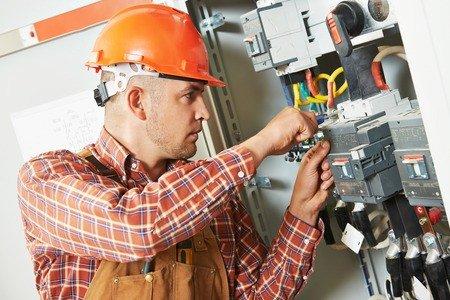 Les professionnels sont soumis à la norme NF C15-100