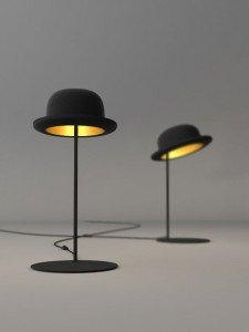 Lampe de chevet réalisée avec un chapeau melon