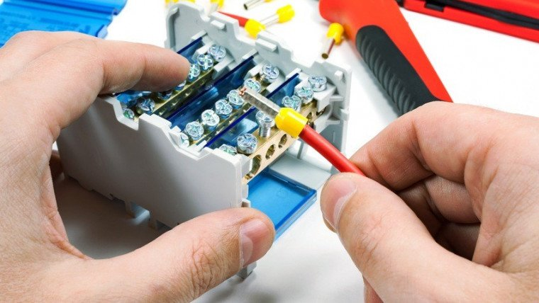 Branchements électriques au réseau d'électricité