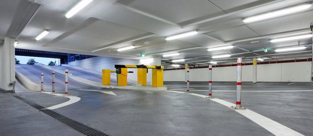 La sécurité dans un parking public requiert un éclairage maximal