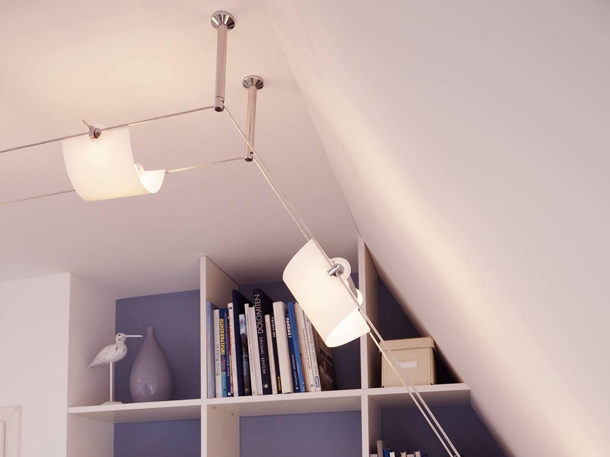 Eclairage d'une bibliothèque avec des luminaires suspendus