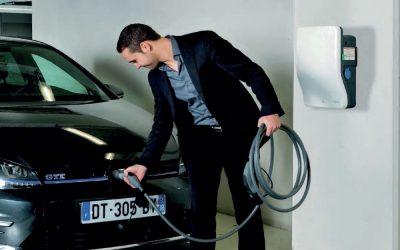 La borne de recharge pour véhicule électrique EVlink de Schneider Electric