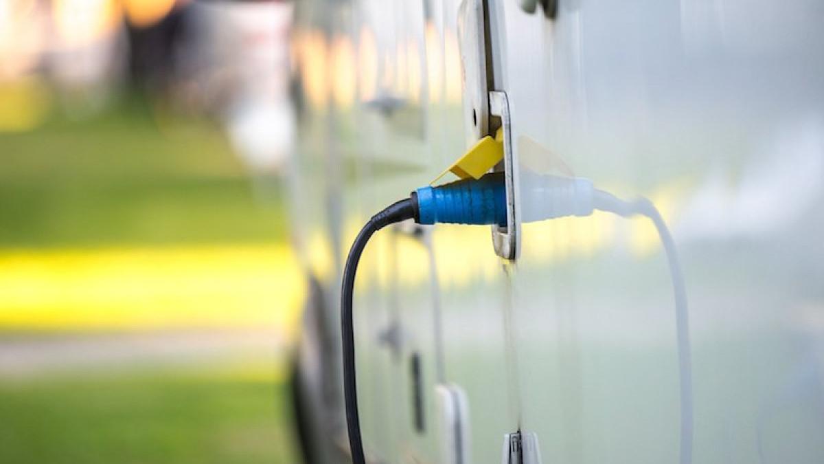 Combien De Metre De Fils Electrique Pour Une Maison comment raccorder votre caravane au réseau électrique ?